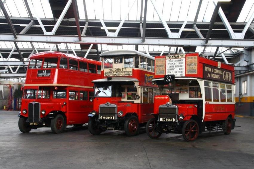 HERITAGE BUSES AT CAMBERWELL